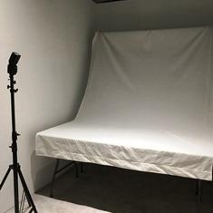 フォトブースに物撮り用机が入りました!